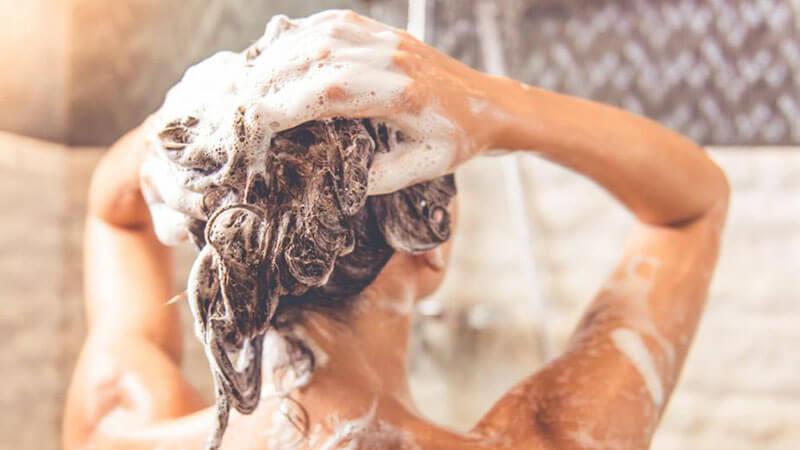 شستشو موها قبل از استفاده از سرم