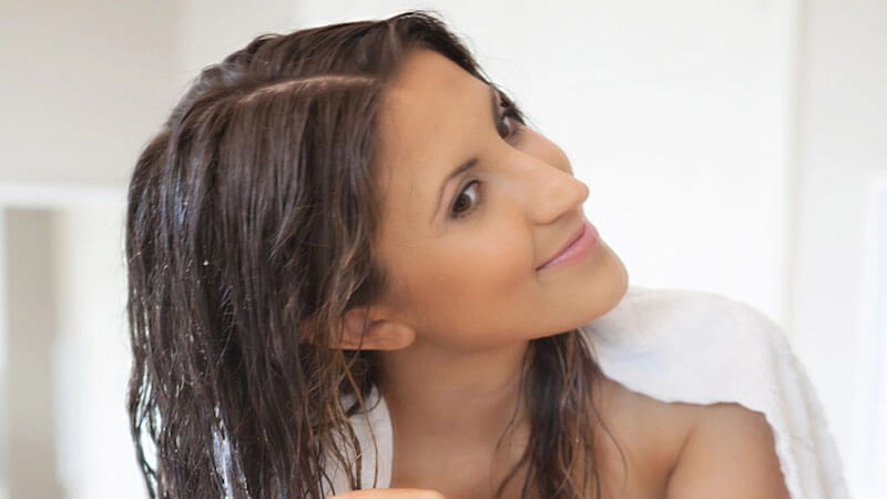خشک کردن مو قبل از استفاده از سرم مو