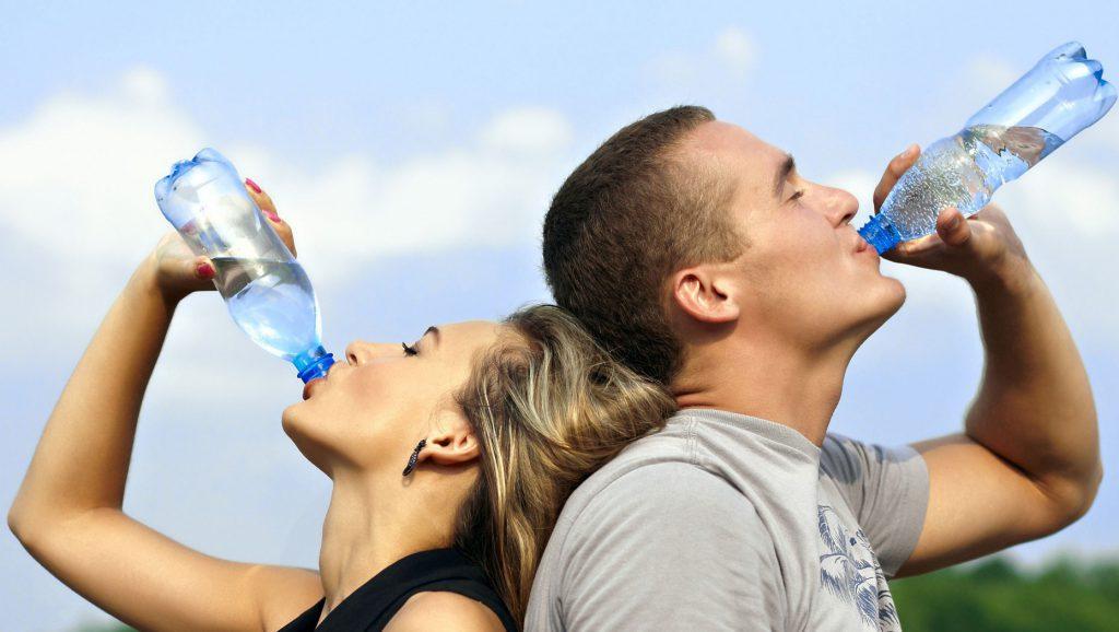 از بین بردن شوره سر با نوشیدن آب