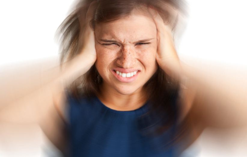 عوارض لوازم آرایش و سر درد
