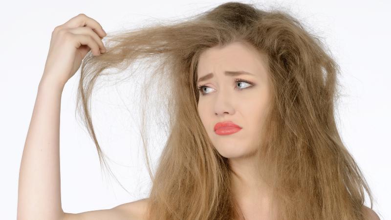 عوارض لوازم آرایش و آسیب های مو