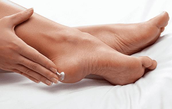 بهترین راه برای درمان خشکی پا