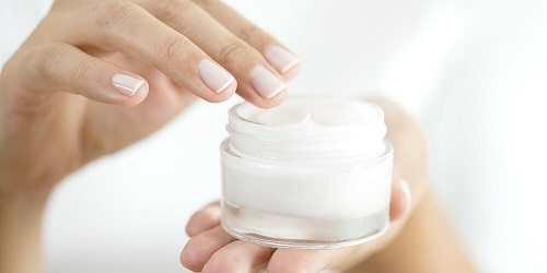 درمان خشکی صورت با استفاده از کرم های مرطوب کننده