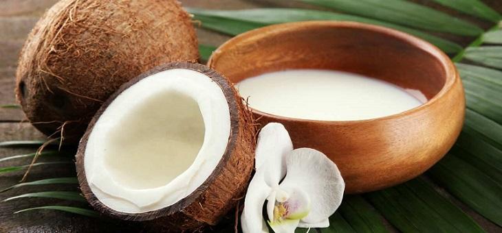 صاف کردن مو با استفاده از شیر نارگیل