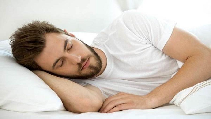 با خوابیدن بیشتر به از بین بردن چربی صورت خود کمک کنید