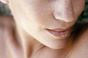 رنگدانه ناهموار یکی از اولین علائم پیری پوست است
