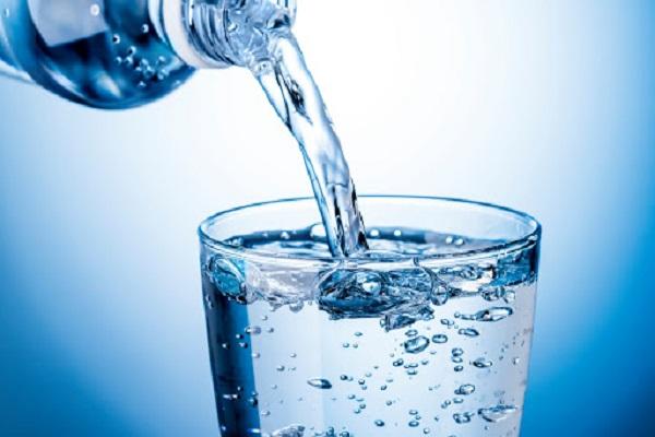 از بین بردن چربی صورت به راحتی با آب خوردن