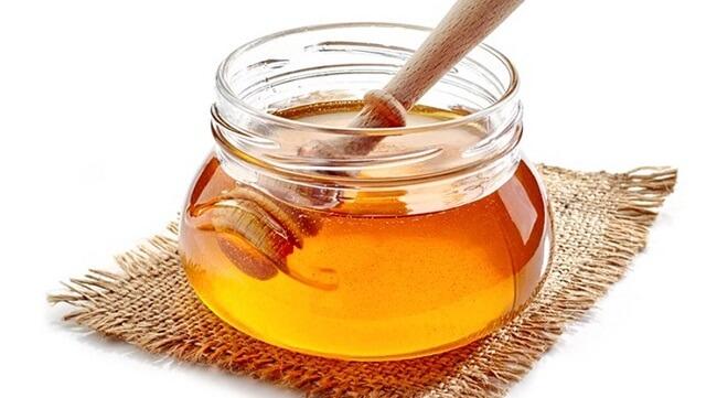 پاک کردن تاتو ابرو  با عسل