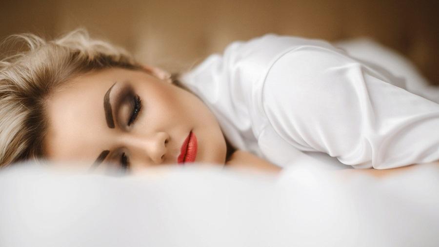 خوابیدن با آرایش
