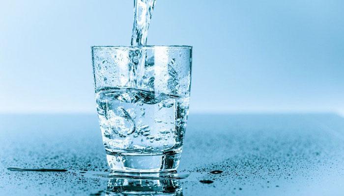تاثیر نوشیدن آب در کاهش و از بین بردن خط خنده