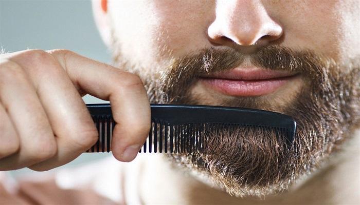 استفاده از شانه ریش برای نظافت و مرتبی ریش