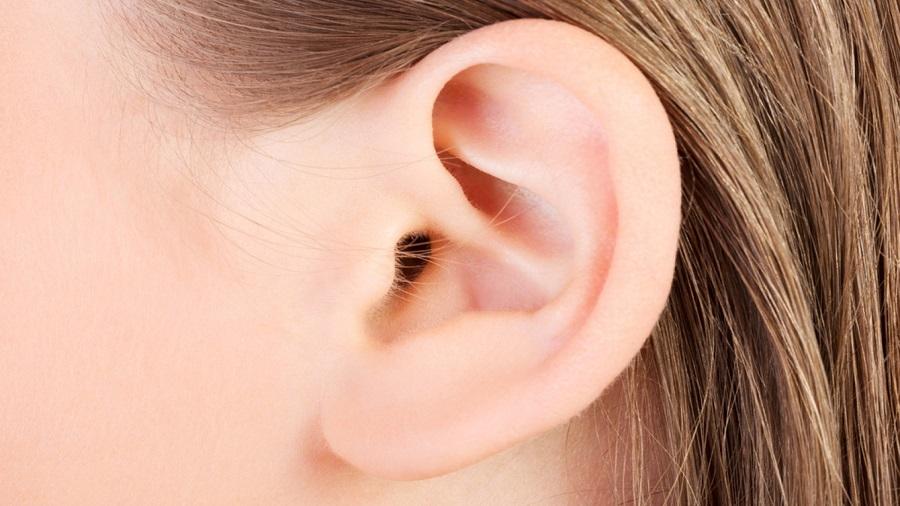 مو روی لاله گوش ها