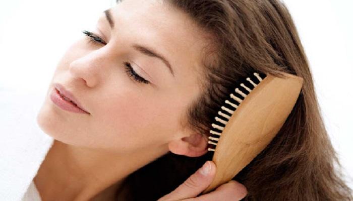 شانه زدن مو روشی برای کمک به رشد مو