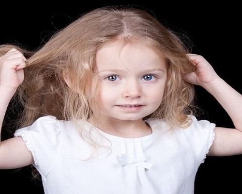 تریکوتیلومانیا نوعی اختلال در کودکان که باعث از دست رفتن مو می شود