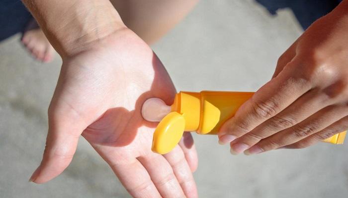 استفاده از کرم ضد آفتاب برای پیشگیری از سوختگی پوست