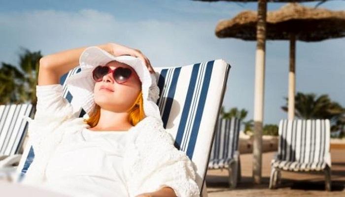 قرار گرفتن در معرض آفتاب یکی از علل ایجاد لکه های کبدی