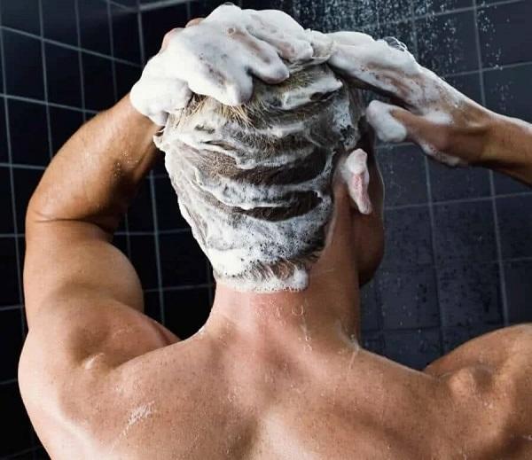 برای حفظ سلامت موهایتان زیاد شامپو نزنید