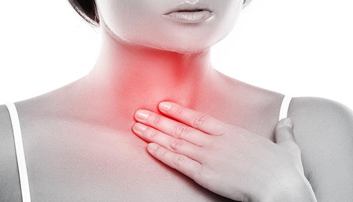 گلو درد یکی از علائم التهاب حاد