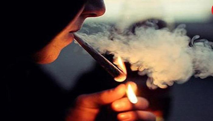 مصرف دخانیات مانند: سیگار