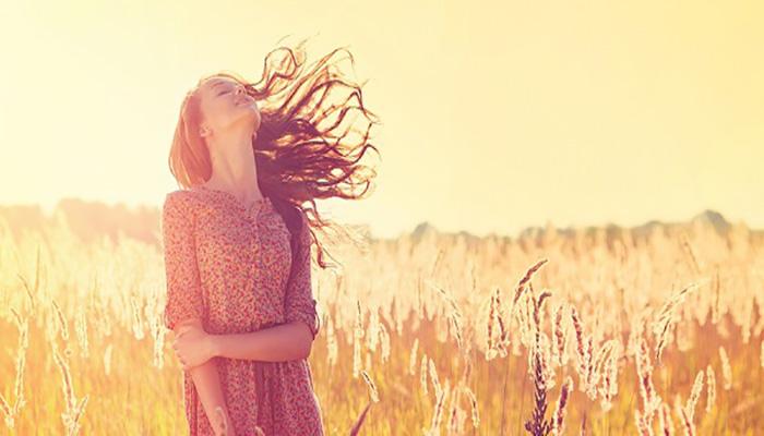 قرار گرفتن در معرض آفتاب برای از بین بردن رنگ مو