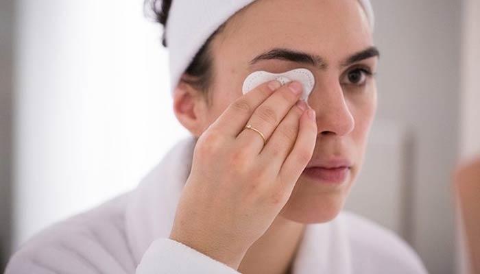 درمان خشکی دور چشم با گلیسیرین